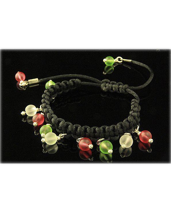 Satijnarmband, gevlochten rood-wit-groen kralen